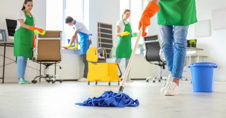 làm sạch sàn nhà thường xuyên