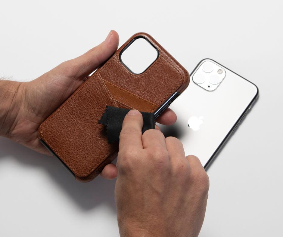 Cách làm sạch ốp lưng điện thoại bằng da