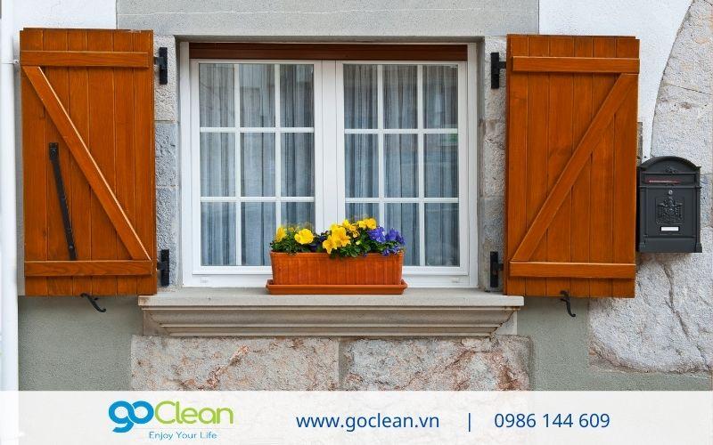 đóng kín cửa sổ để hạn chế bụi
