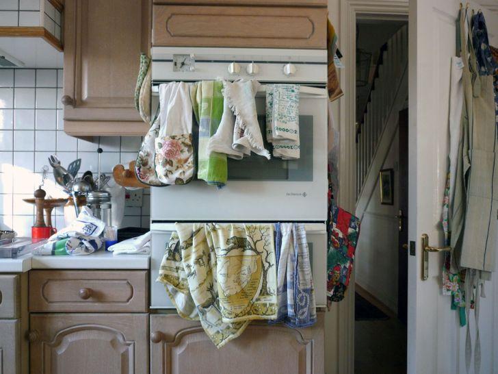 làm sạch khăn lau bếp hàng ngày